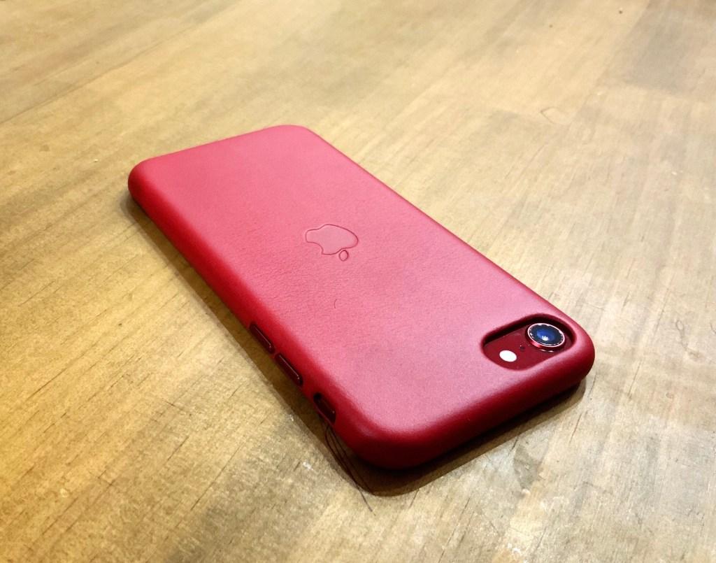 iPhone SE レザーケース PRODUCT(RED) iPhone8につけてみる