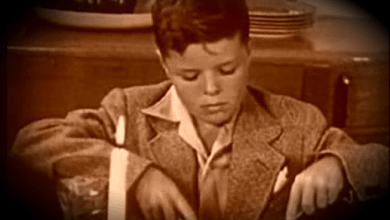 "Photo of This 1950 Instructional Film on ""Dining Together"" Might Just Save Your Thanksgiving"