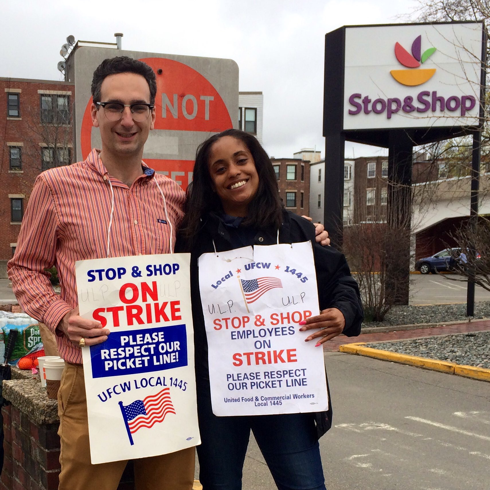 Tommy Vitolo with UFCW member at picket line