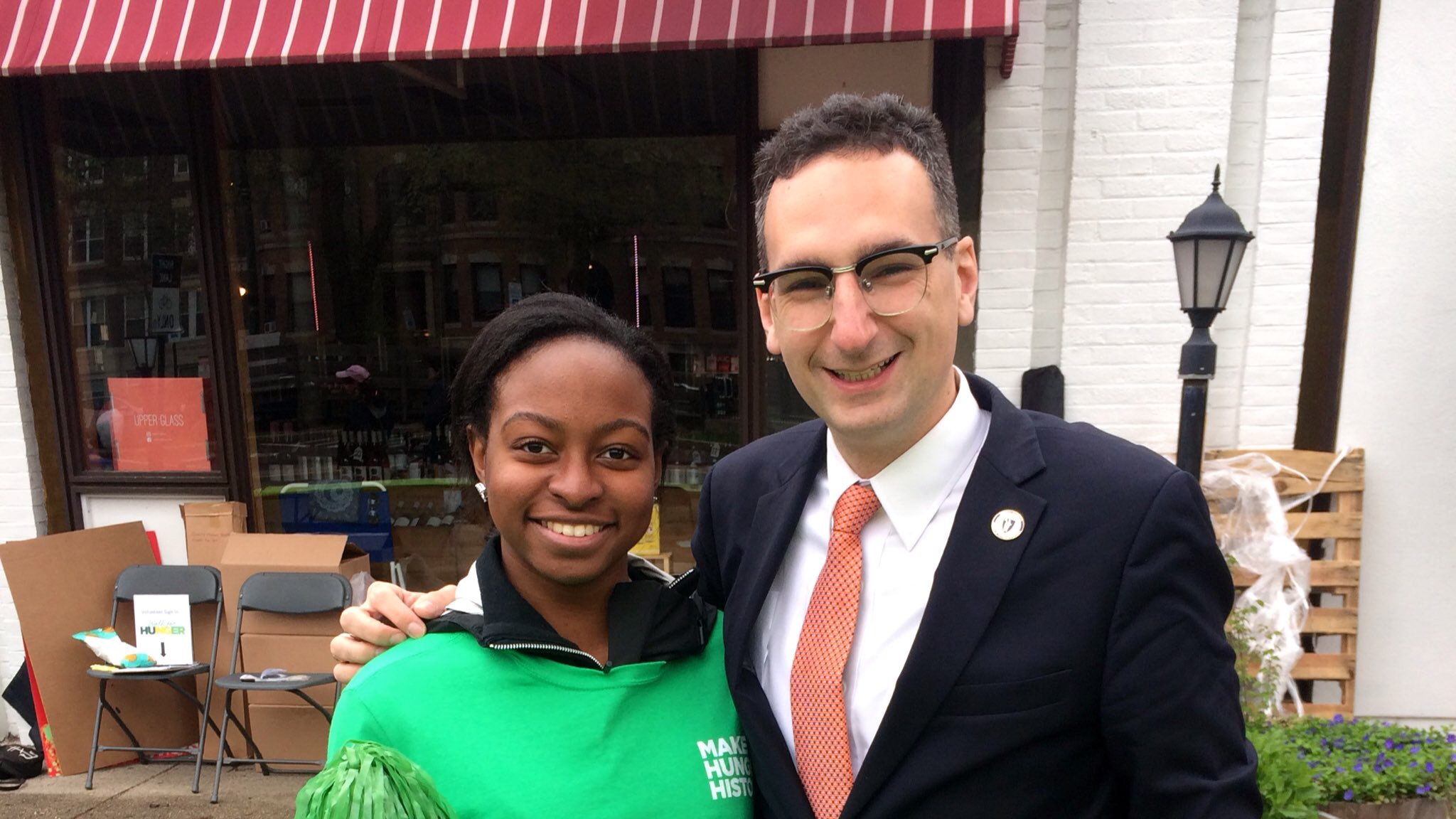 Tommy Vitolo and volunteer supervisor at Walk for Hunger