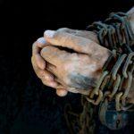 40年の懲役刑を受けるサラリーマンから抜け出す方法
