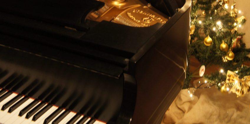 piano_christmas