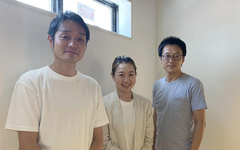 代表の小林さん(中央)