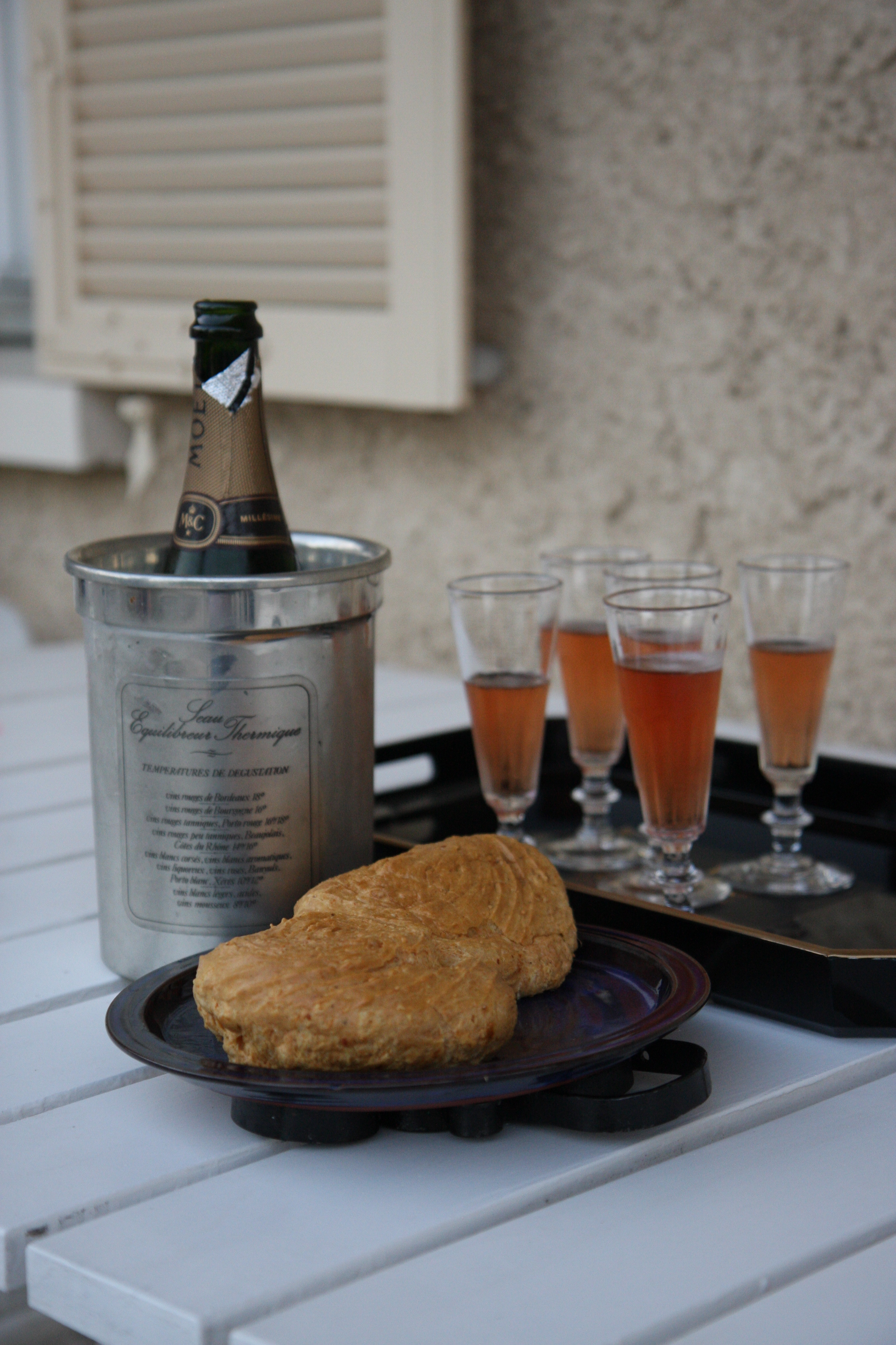 Champagne toast with grujere