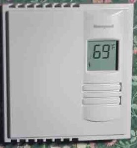 Honeywell line voltage digital thermostat RLV310A. Picture of the Honeywell 5-2 thermostat RLV310A, mounted and runing.