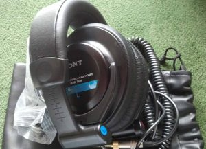 Picture of the Sony MDR 7509 professional studio monitor headphones with travel bag.
