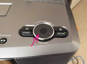 Picture of the Denon S-32 Internet Radio, Volume knob, highlighted by the pink arrow.