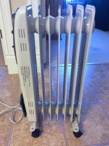 Picture of the Pelonis electric radiator heater HO-0250H, right side view. Safest electric space heaters.