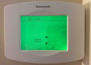 Picture of the Honeywell RTH8580WF Thermostat, displaying the -Set Time- screen.