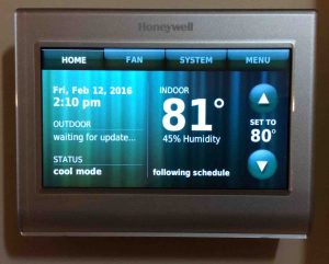 Picture of the Honeywell RTH9580WF Smart Thermostat, front view after initial setup.