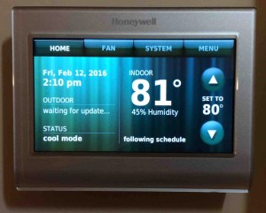 Honeywell thermostat not cooling down: Picture of the Honeywell RTH9580WF smart thermostat, front view after setup.
