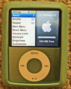 iPod Nano 3rd Generation reset. Picture of the iPod Nano 3rd Gen Portable Player, displaying its Settings menu.