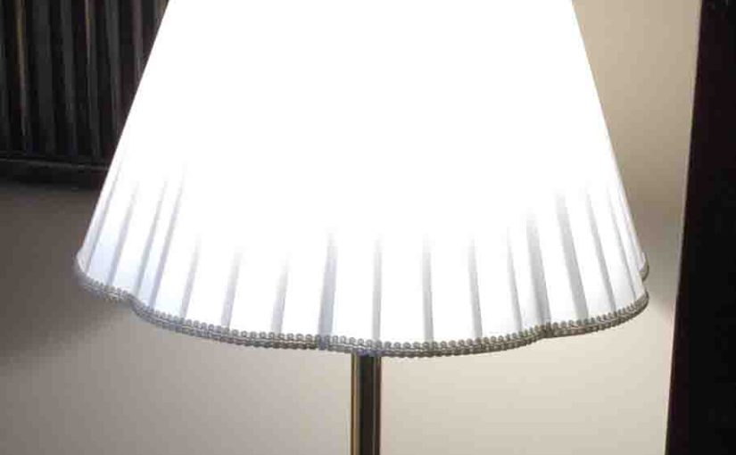 Picture of the Cree™ 100w LED daylight 5000k dimmable A21 light bulb, operating In living room lamp.