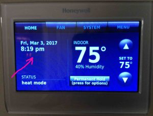 Picture of the Honeywell RTH9580WF Wi-Fi thermostat, displaying its Home screen as it appears when not connected to the Internet, with the Time Date area highlighted.