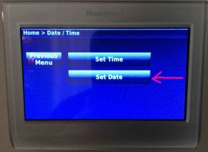 Picture of the Honeywell RTH9580WF Wi-Fi thermostat, displaying the -Time / Date- screen with the -Set Date- button highlighted.