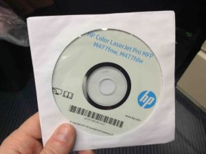 Picture of the HP Color Laserjet M477 printer driver software disc.