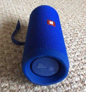Picture of the JBL Flip 4 waterproof speaker, left side horizontal view.