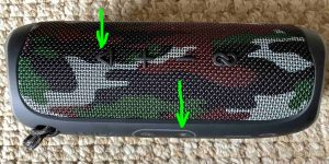 Picture of the button panels on the JBL Flip 5 speaker, with the -Play-Pause- and -Bluetooth- controls highlighted.