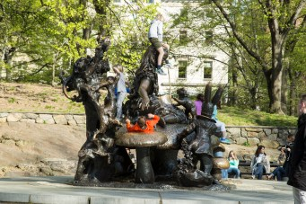 'Alice' memorial/statue