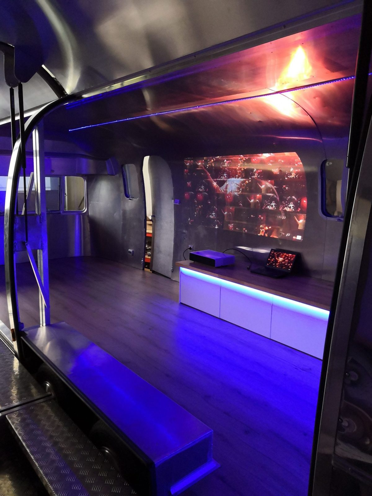 Airstream Mobile Stage Projektion 4