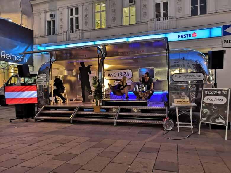 Airsream Mobile Stage Bühne Wien Mariahilfer Straße Kabaret Abend