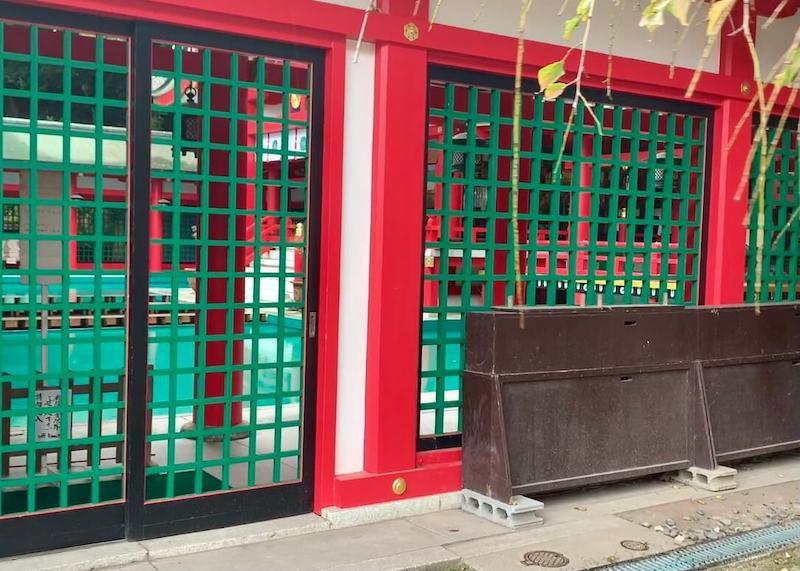 赤間神宮の拝殿の横