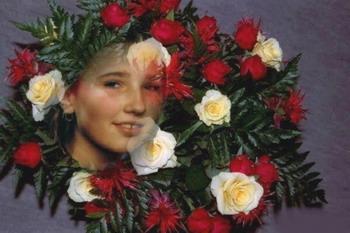 gėlėse_spindintis_veidas