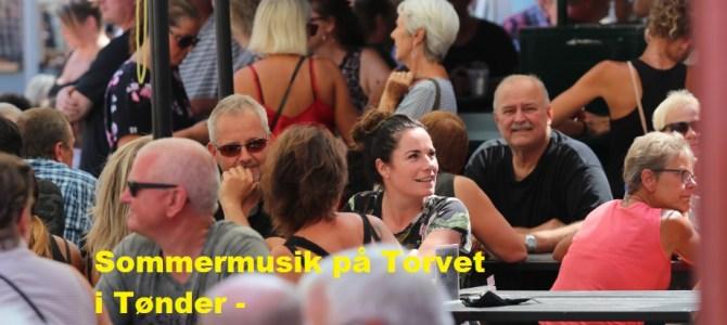 – Masser af feriefolk på gågaden og på Torvet i Tønder