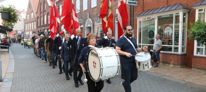 Tønder: SE VIDEO – Flagdagen fejret med optog gennem gågaden