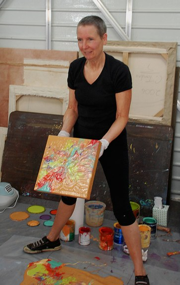 Cassandra Tondro doing a painting demonstration at artist studio tour