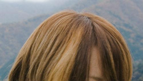 茶色の髪の毛の女の子