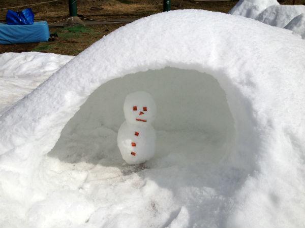 雪だるまとかまくら