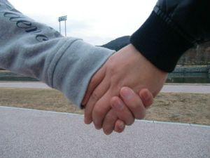 親子で握手