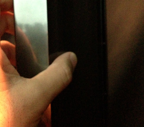 dyson AM05 内側の発熱体のあたりを触る