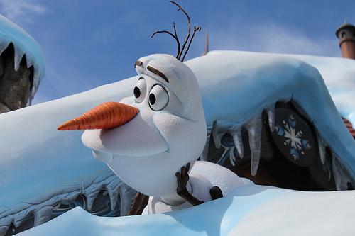 アナと雪の女王 の雪ダルマ オラフ