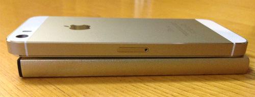 厚みの比較-iphone5s-lumsing6000mah