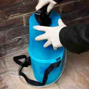 step1-roxil-wood-protection-liquid-remove-handle
