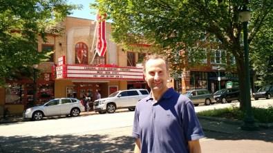 โรงละคร Buskirk-Chumley Theater บนถนน Kirkwood