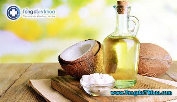 Dầu dừa được sử dụng như một phương thuốc chữa khô da toàn thân, nó cũng có thể được sử dụng cho môi khô, nứt nẻ