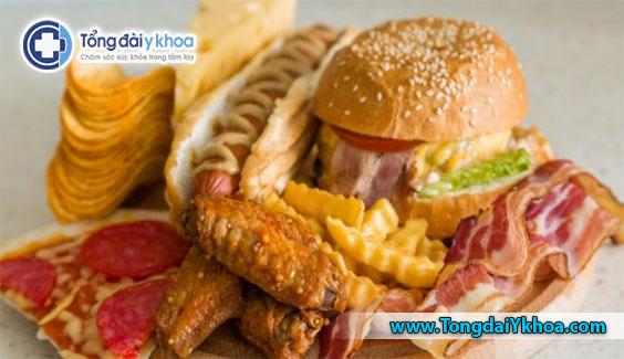 Tránh các thực phẩm chiên, nhiều mỡ, cũng như những thực phẩm quá nhiều carbohydrate và đường