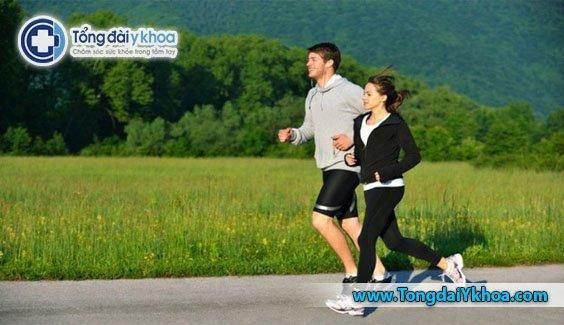 Một người có thể giảm mỡ bụng bằng cách tập thể dục như một phần của thói quen hàng ngày.