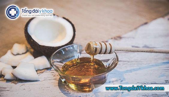 Kết hợp dầu dừa sáp ong hoặc bơ hạt mỡ. Điều này sẽ giúp cho bạn có một đôi môi sáng bóng căng mịn.
