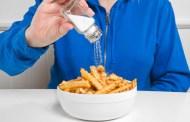 """Ăn nhiều muối gây ra cái chết của 4,1 triệu người, hãy """"nhẹ tay"""" khi nêm thức ăn"""