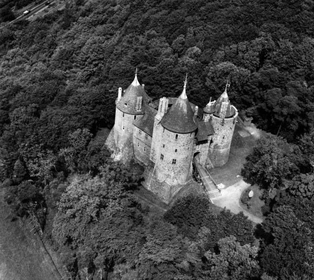 Aerial view of Castell Coch, 1947