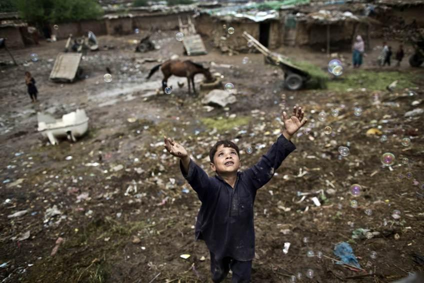 afghan-boy-bubbles