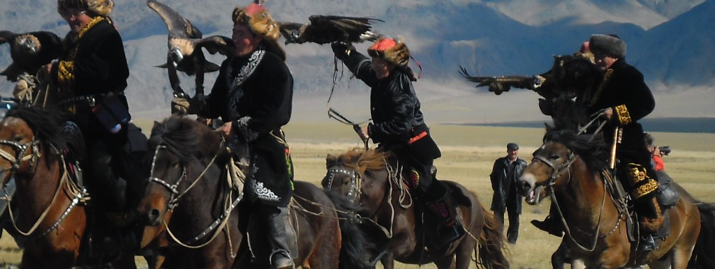mongolian_Running_Eagle_Hunters-1024x386