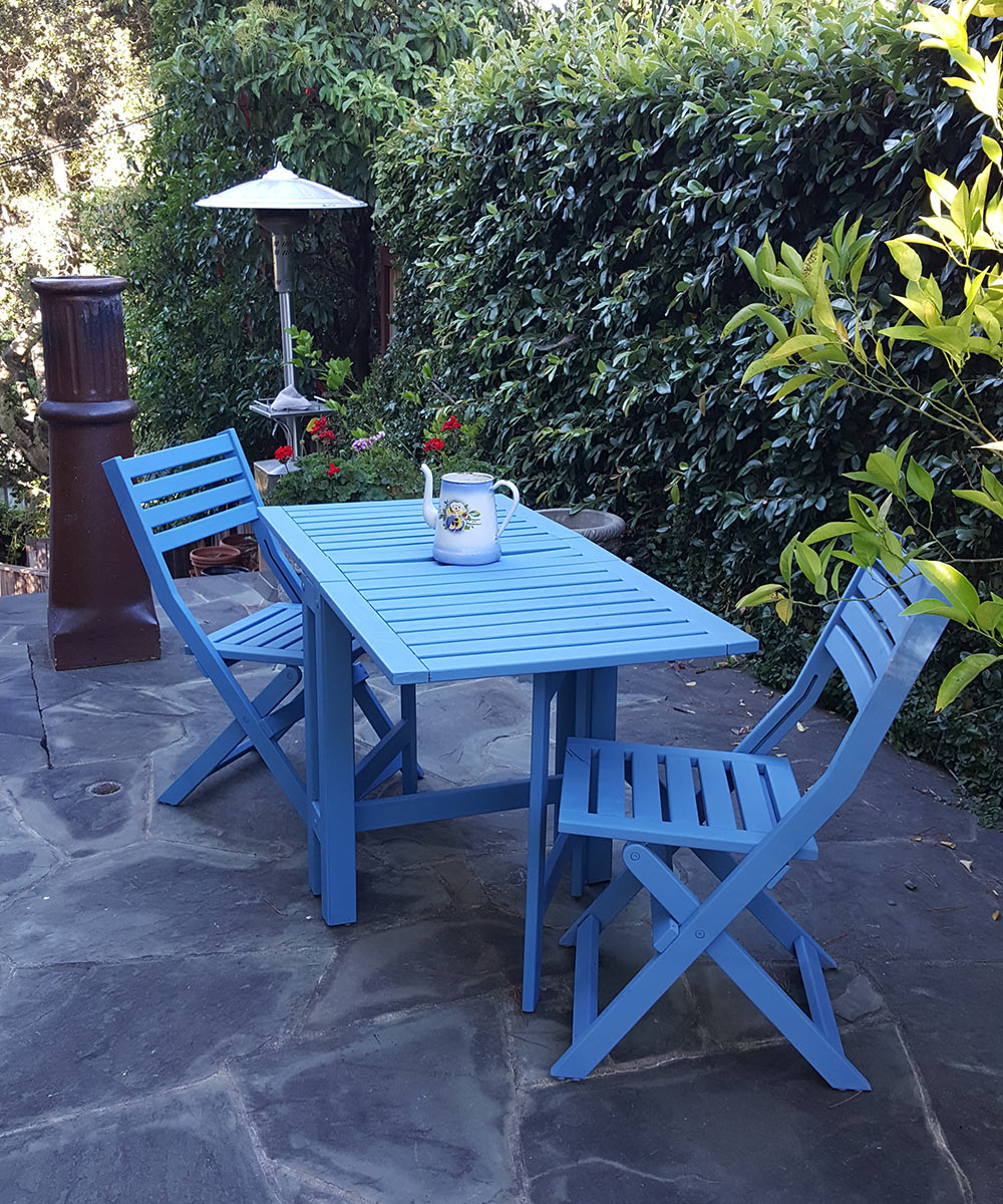 Painting outdoor furniture with annie sloan paints