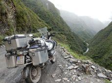 Der Unterschied zur Sud Yungas road: Da Schotter, hier Gatsch!