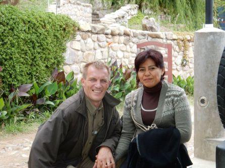 Maira und Frederic vor Ihrem Hotel