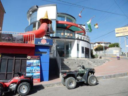 """Das """"Hotel Oberland"""" in Schweizer Hand DER Treff für Weltreisende"""